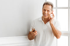 Middle aged man with gadget Royalty Free Stock Photography