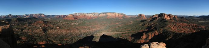 Middle Mesa panorama. Scenic panorama of the Sedona area from the summit of Middle Mesa, Cathedral Rocks, Arizona, showing the summit of the Mace Stock Images