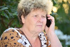 Middleaged woman talks on  mobile phone Royalty Free Stock Photos