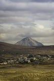 Middlebeg dans le Donegal avec Errigal à l'arrière-plan Image libre de droits