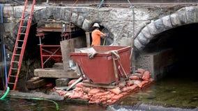 Middlebury, Vermont budowy załoga Używa Jackhammer Rzeźbić Oddalonego Starego most - 20181010 - zbiory