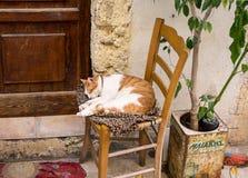 Midi dans le vieux remorquage de Rethymno, île de Crète, Grèce Photographie stock libre de droits