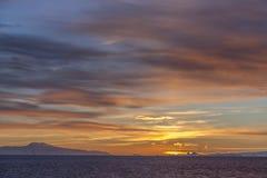 Midnatt sol - Drake Passage - Antarktis Arkivfoton