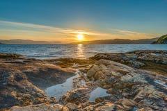 Midnatt sol nära Alta, Norge Royaltyfria Bilder