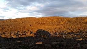 Midnatt solnedgång i Island Royaltyfria Foton