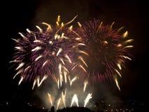 Midnatta fyrverkerier för nyårsafton Arkivbilder