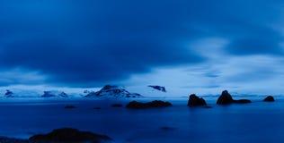 midnight landskapskymning för Antarktis Arkivbild