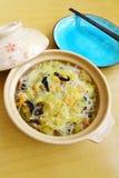 Midollo cinese & gamberetti essiccati del piatto della frittura di scalpore Fotografia Stock