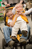 Miúdos em um carro de bebê Foto de Stock Royalty Free