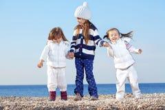 Miúdos na praia Fotos de Stock Royalty Free