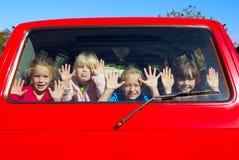 Miúdos no trânsito Fotos de Stock Royalty Free