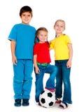 Miúdos pequenos com esfera de futebol Imagem de Stock Royalty Free