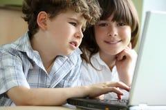 Miúdos que aprendem Foto de Stock Royalty Free