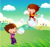 Miúdos que voam em bolhas Fotos de Stock