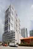 Midriseflatgebouw met koopflats Brickell Royalty-vrije Stock Afbeeldingen