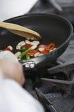 Midsection av kocken Cooking Food arkivbild