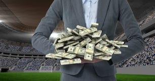 Midsection de la persona del negocio con el dinero que representa la corrupción imagen de archivo libre de regalías
