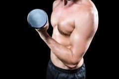 Midsection del giocatore senza camicia di sport che risolve con la testa di legno Fotografia Stock