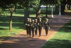 Midshipmen βαδίζω με τα ξίφη, Ηνωμένη Ναυτική Ακαδημία, Annapolis, Μέρυλαντ Στοκ εικόνα με δικαίωμα ελεύθερης χρήσης