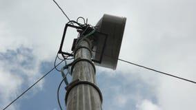 Midshot rond toren voor vergroot cellulaire mededeling stock videobeelden