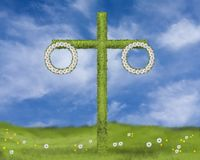 Midsummercelebration qu'un mât avec la fleur tresse sur un champ vert avec des pissenlits et des marguerites illustration de vecteur