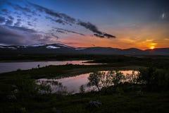 Midsummernight en las montañas de Anaris imagenes de archivo