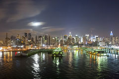 Midtown Manhattan coast at night Royalty Free Stock Photos