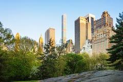 Midtown Manhattan com a skyline do Central Park dos arranha-céus do leste foto de stock