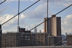 Midtown Manhattan del puente de Brooklyn sobre East River de New York City en Estados Unidos fotografía de archivo libre de regalías