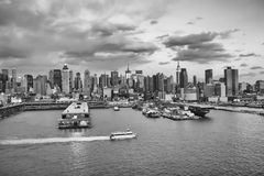Midtown Manhattan waterfront bw Royalty Free Stock Photos