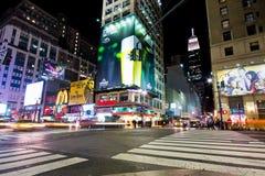 MidtownManhattan natt Arkivbild