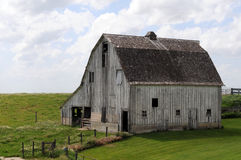 Midwest barn. Old Midwest barn in field with open sky stock photos