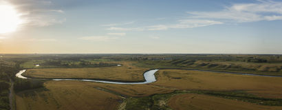 Midwest River Valley solnedgångpanorama arkivfoto