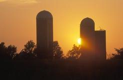 Midwestern zmierzch na wiejskim gospodarstwie rolnym, WEWNĄTRZ fotografia stock
