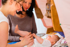 Midwife examining newborn baby Royalty Free Stock Photography
