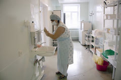 Midwife washes her hands Stock Photography