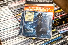 Midwinter f?r Tori Amos CDalbum hedrar 2009 p? till salu ber?md amerikansk s?ngare-l?tskrivare f?r sk?rm och pianist, royaltyfri bild