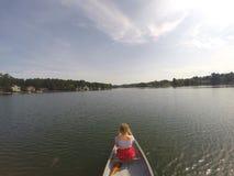 Mieć zabawę bawić się w jeziorze Obraz Royalty Free