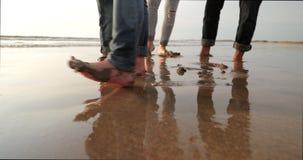 Mieć zabawę z Mokrym piaskiem zbiory