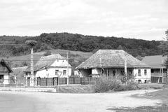 mieści chłopa Typowy wiejski krajobraz w Bradeni, Henndorf, Hegendorf, Transylvania, Rumunia Zdjęcie Royalty Free