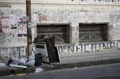 Śmieci w ulicie Obrazy Royalty Free