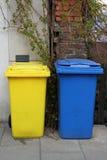 Śmieciarscy kosze na ulicie Zdjęcia Royalty Free