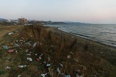 ?mieciarscy rozsypiska na morze pla?y zdjęcia royalty free
