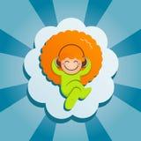 Miedzianowłosa chłopiec kłama na chmurze Fotografia Stock