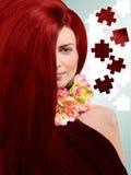 Miedzianowłosa dziewczyna na tle łamigłówki zdjęcia stock
