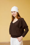 Miedzianowłosa młoda kobieta w odziewa dla joga Obrazy Stock