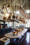 Miedziany cookware przy łamacza dworem w Newport Rhode - wyspa obrazy stock