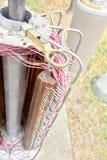 Miedziany kablowych związków szczegół w starego stylu telekomunikacj filarze obrazy stock