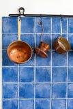 Miedziany kitchenware set Garnek, kawowy producent Zdjęcie Royalty Free