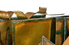 Miedziany metalu prześcieradło z coiled rżniętym kawałkiem odizolowywającym na bielu Zdjęcie Stock